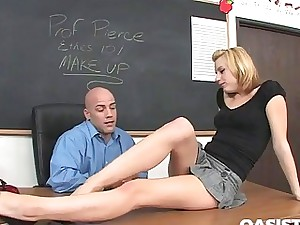 Lexi Belle entices her teacher