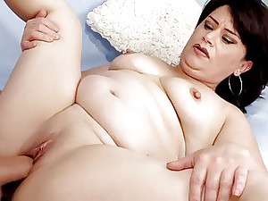 Doyenne piece of baggage Jenna Jingles strips respecting with an increment of fucks