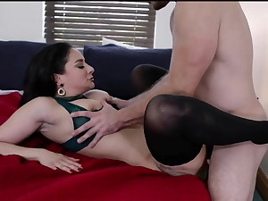 Cool MILF Sheena Ryder is the Perfect Housewife